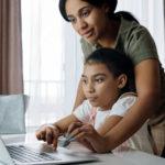 Enfants motivés à apprendre à la maison