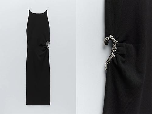 La robe est incrustée de bijoux