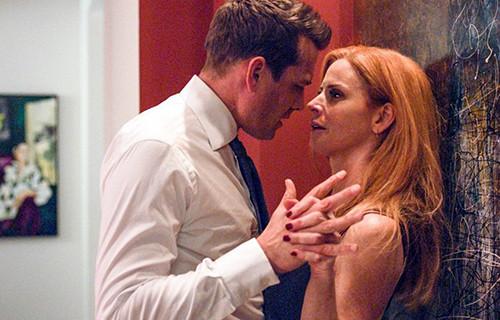 Donna et Harvey dans la saison 8