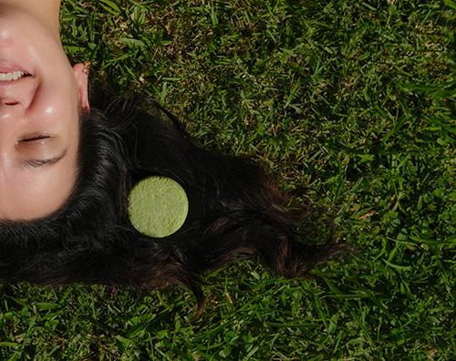 Des cosmétiques solides adaptés à tous les types de cheveux